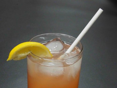 paper straw in lemonade 2